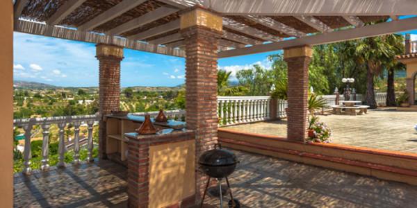 Luxe vakantiehuis met zwembad en jacuzzivakanties voor for Vakantiehuis met jacuzzi
