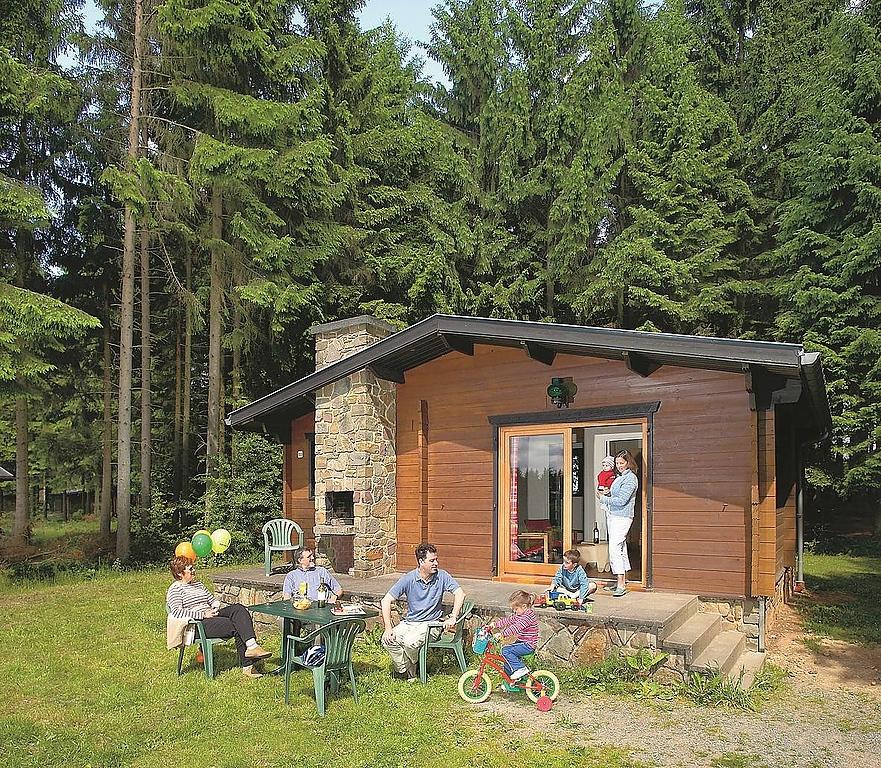 Low budget vrijstaande eenvoudige houten vakantiewoningen op vakantiepark Vencimont voor 6 personen. vakantiesvoorgrotegezinnen.nl