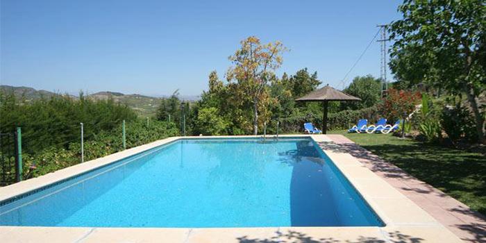 Luxe vakantiehuis met zwembad in spanjevakanties voor grote gezinnen - Zwembad huis ...