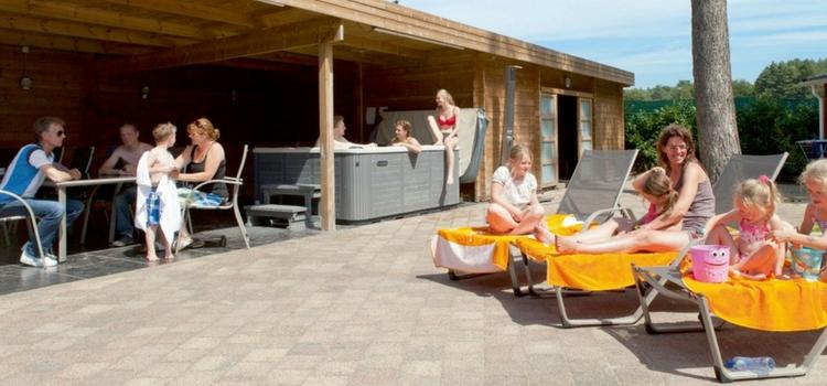 houten vakantiehuis voor 12 personen met sauna en jacuzzi voor in limburgvakanties voor grote. Black Bedroom Furniture Sets. Home Design Ideas