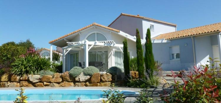 luxe vakantiehuis voor 8 personen met eigen zwembad aan
