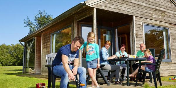 Vakantiepark Dierenbos luxe bungalow Damhert met eigen hottub - vakanteisvoorgrotegezinnenl