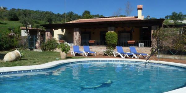 Vrijstaande villa el Refugio voor vijf personen met zwembad veel privacy ook voor naturisten vakantiesvoorgrotegezinnen
