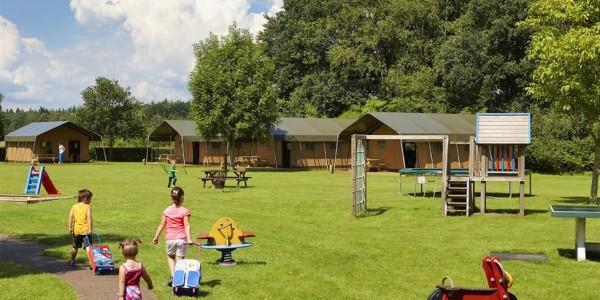 Op FarmCamps Hoeve Sonneclaer in Fluitenberg, Drenthe staan prachtige safaritenten en lodgetenten voor grote gezinnen met 6 personen. Glamping op het platteland, logeren bij de boer. vakantiesvoorgrotegezinnen.nl