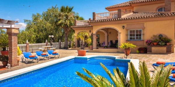 Vrijstaande villa La Granja Elisa, zespersoons, met zwembad en vier badkamers vakantiesvoorgrotegezinnen