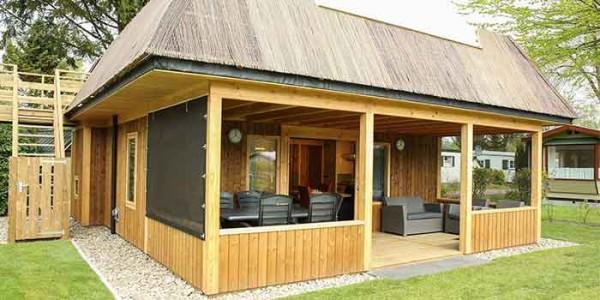 Luxe houten lodge voor 6 personen op hooggewaardeerde Sprookjescamping